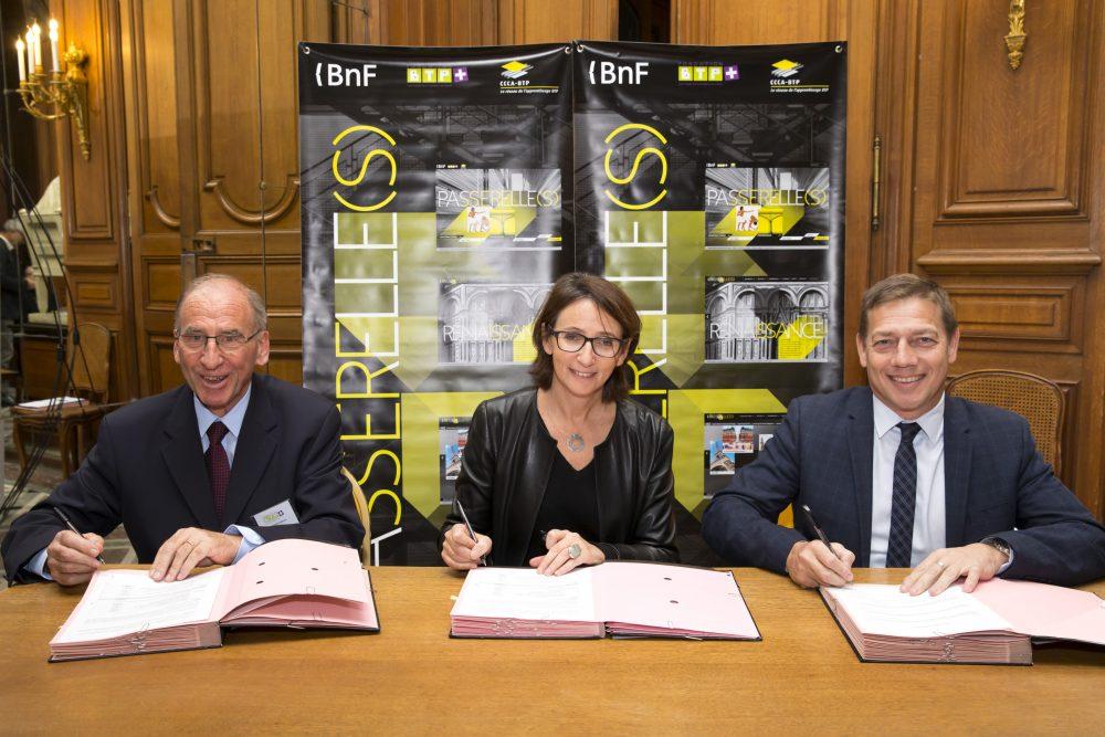 Photo de la signature pour le renouvellement du partenariat pour le site passerelle(s)