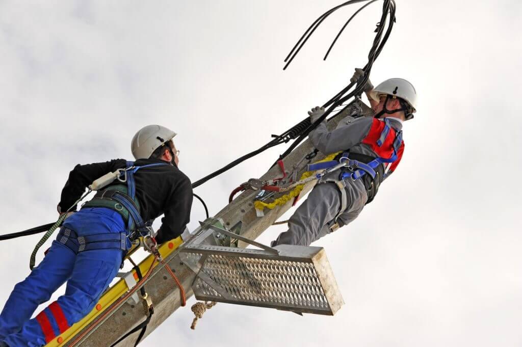 Photo fiche métier monteur réseaux électriques