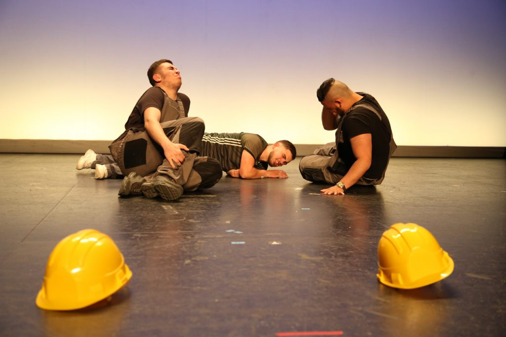 Jeunes apprentis en BTP s'essayent au théâtre