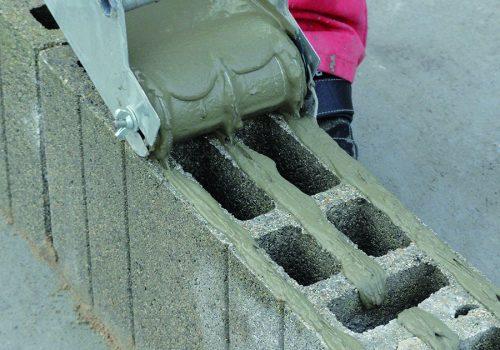 Le 1er bloc à coller, rectifié en épaisseur 15cm, idéal pour l'ITE.